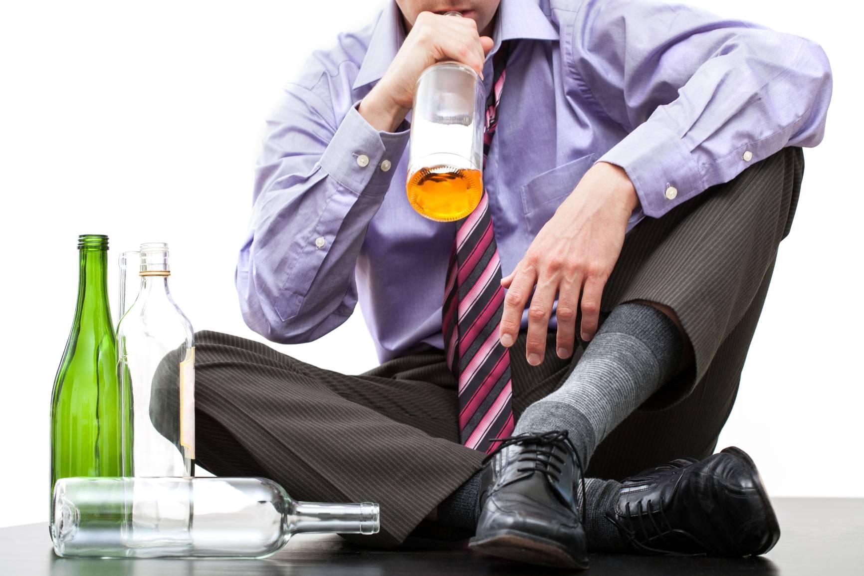 Хронический прием алкогольных напитков