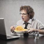 Малоподвижный образ жизни и неправильное питание