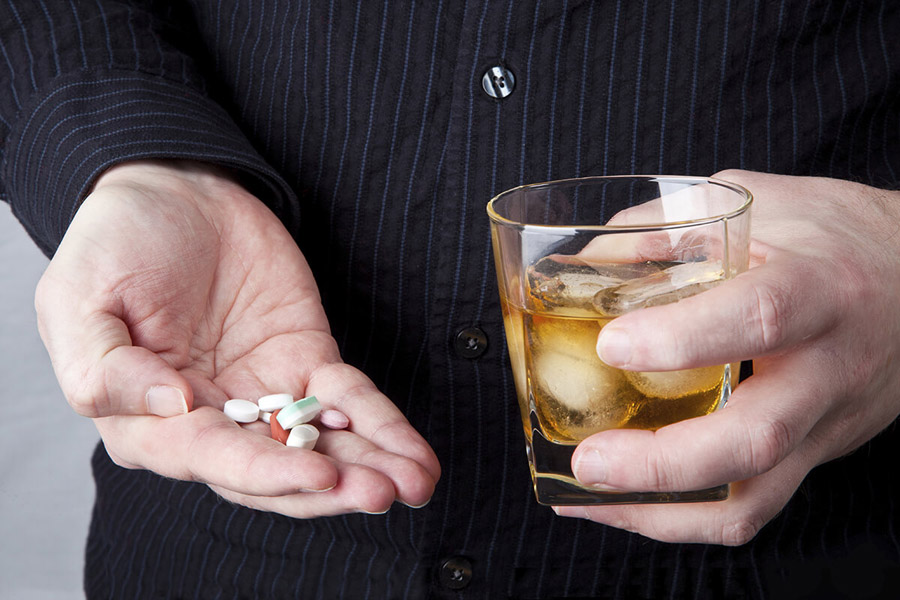 Медпрепарат Роксера и алкоголь не совместимы при лечении