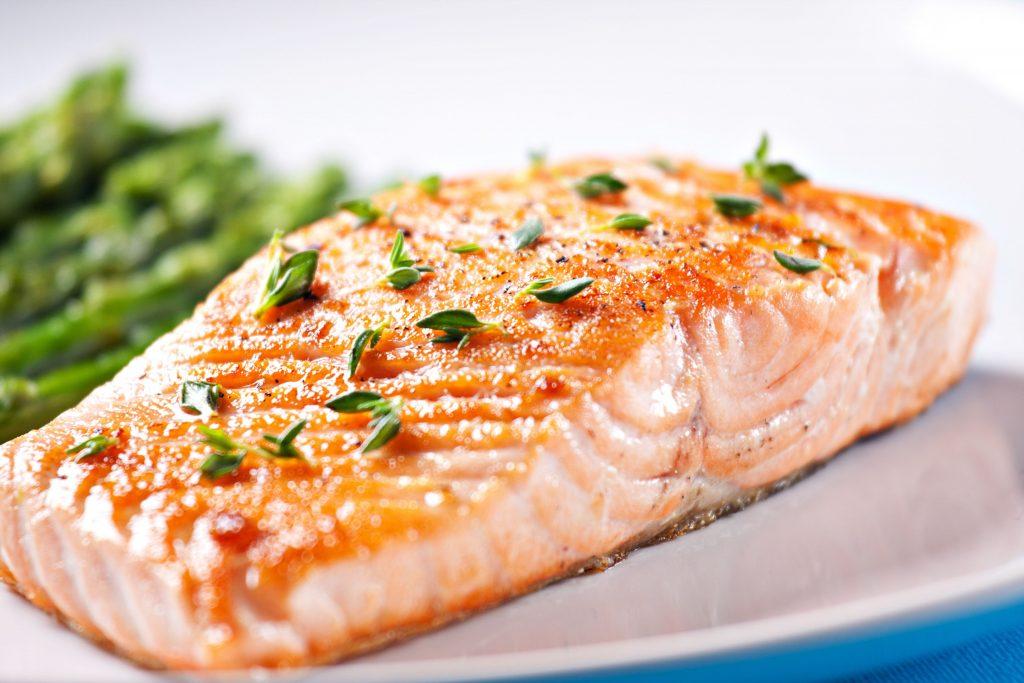 При повышенном холестерине необходимо употреблять постные блюда из рыбы