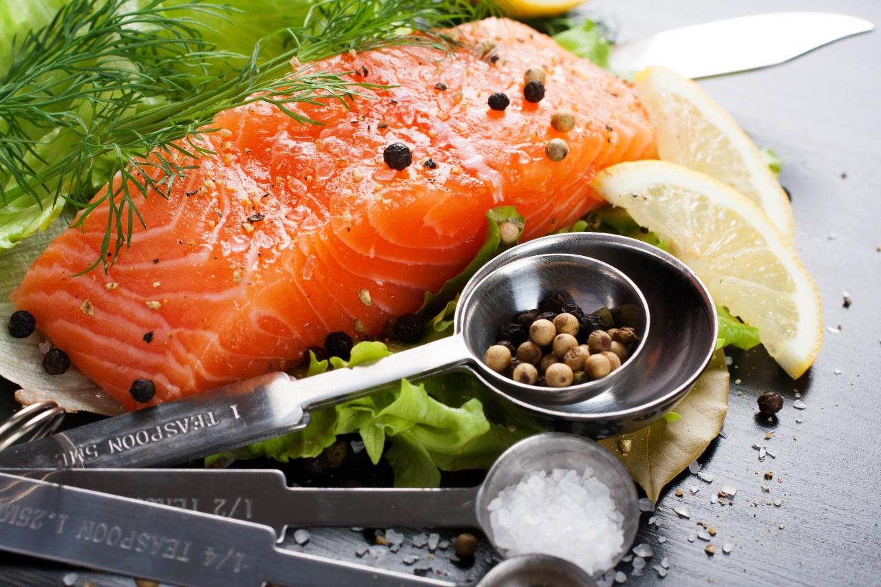 Рыба — источник уникальных жирных кислот, особо актуальна для людей с гипоуровнем холестерина