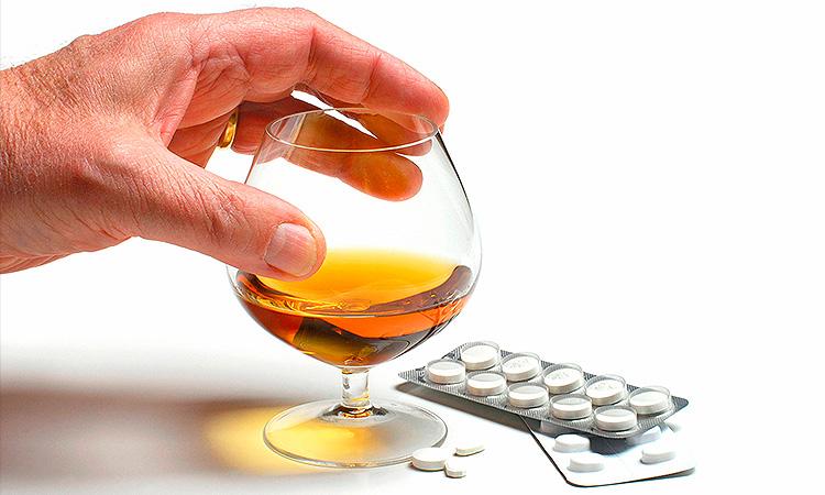 Совместимость алкоголя и статинов - отрицательная.